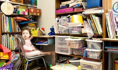 Твърде много декорации в класната стая натоварват детския мозък и пречат на обучението